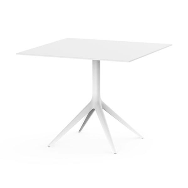 Table carrée avec pied design